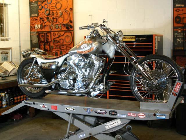 Mickey roarke s black death motorcycle specs autos weblog for Sollevatore harley davidson