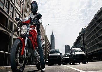 MOTORCYCLE DUCATI MONSTER 696 2011