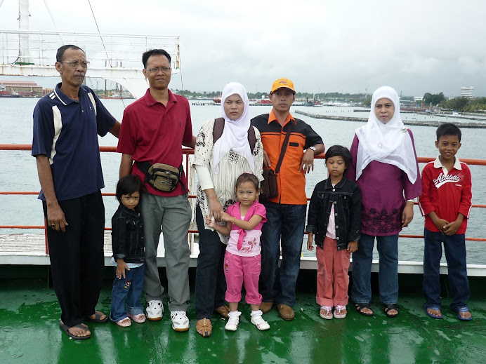 Labuan Ferry : family on board