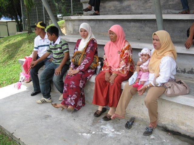 berdekatan pusat sukan uitm shah alam selepas selesai majlis konvo