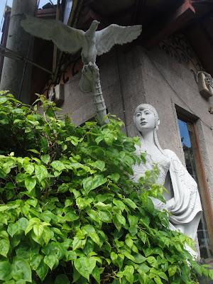 Imagini Bali: statuie balineza