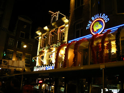 Coffeeshop Amsterdam: Bulldog Cafe
