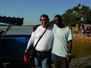 Imagini Mali: asteptand ferry de Djenne