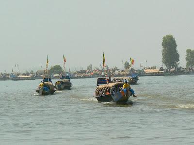 Imagini Mali: concurs pirogi Mopti, pinasse pe Niger