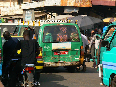 Transport Mali: microbuze