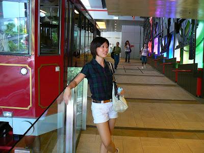 Imagini Hong Kong: Victoria tram, statia de la Victoria Peak