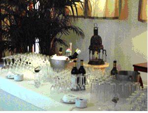 Fiestas con encanto como montar bien una barra de bebidas for Como montar una mesa