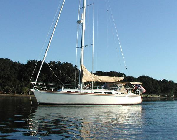 """... pleased to have listed for sale, """"Freedom"""" a 2000 model year Sabre 452."""
