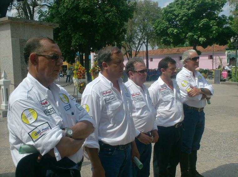 Cabalgateros reciben Botón de la Ciudad de parte del Alcalde
