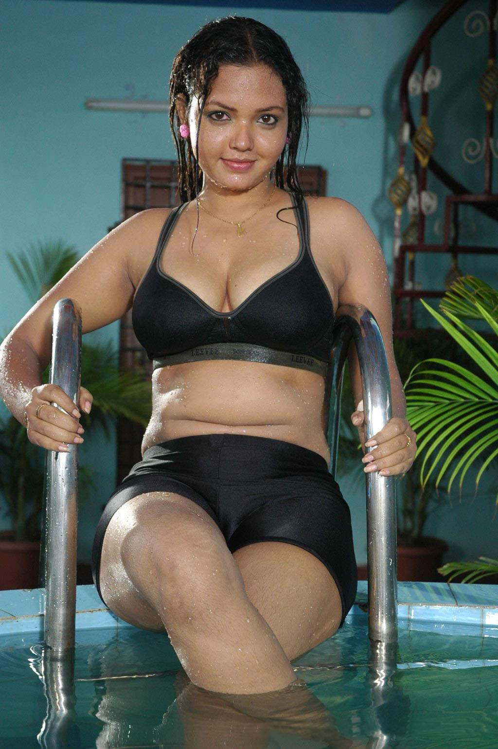 Indian Celebrity Sexy Girls: Tamil Actress Bavina Bikini Pics