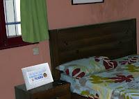 bordado punto cruz mesita noche dormitorio