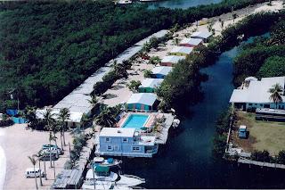 house boat for sale in beautiful florida keys. Black Bedroom Furniture Sets. Home Design Ideas
