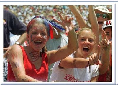 http://1.bp.blogspot.com/_DlPHbRiar3w/S6cVOB7LPpI/AAAAAAAAAqY/wlk4txg3X8s/s400/football-fans.jpg