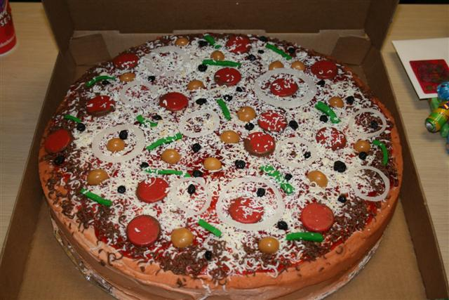 Cake Decorating Ideas Pizza : Smooth Stones Academy: The Pizza Cake