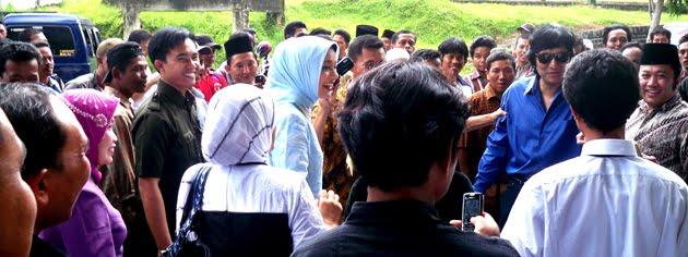 Selalu Mesra dan Kompak, Ikang Fawzi dan Marissa Haque dalam Pilkada Lampung Selatan 2010