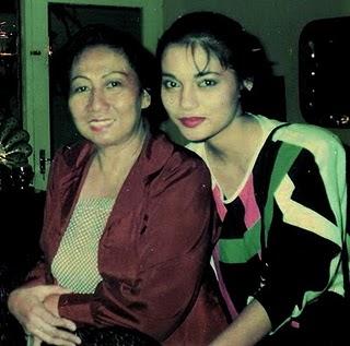 Ibu Yuya Fawzi yang Sangat Sayang Kepadaku