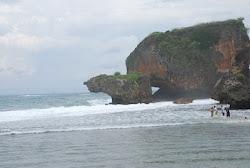Pantai Siung di Gunung Kidul, Yogyakarta, by Elis Anis Teman Marissa Haque di Ohio University