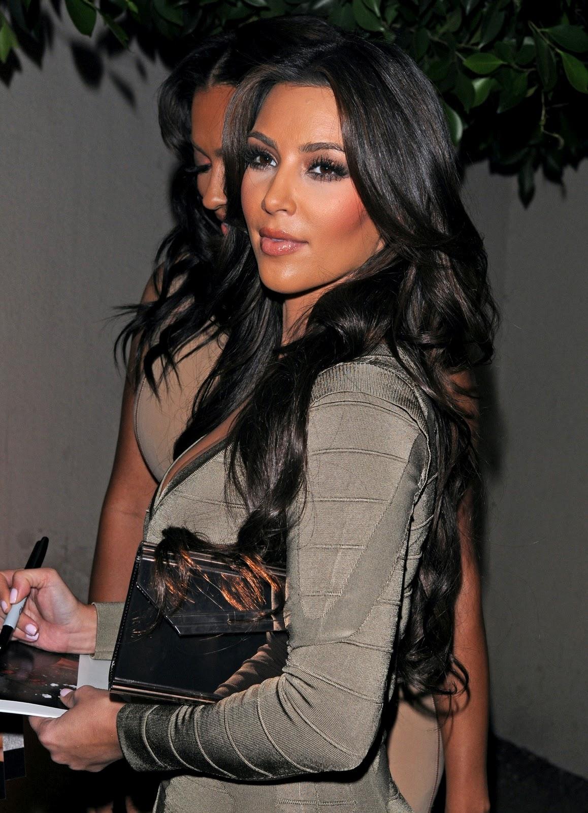http://1.bp.blogspot.com/_DqQNorl_2Kc/TJ4A0lkXQKI/AAAAAAAAAD8/GwYmcJqVGxg/s1600/Kim-Kardashian-26.jpg