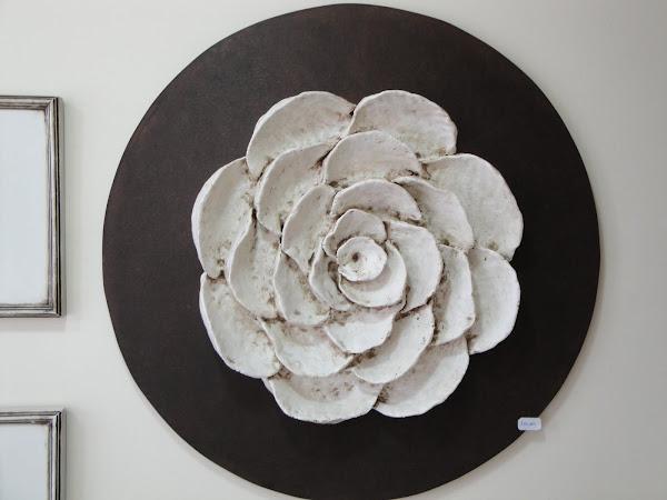 Mandala em madeira e fibra natural.