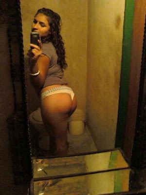 Latina en Tanga Sexy
