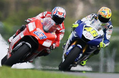 Casey Stoner vs Valentino Rossi in Road