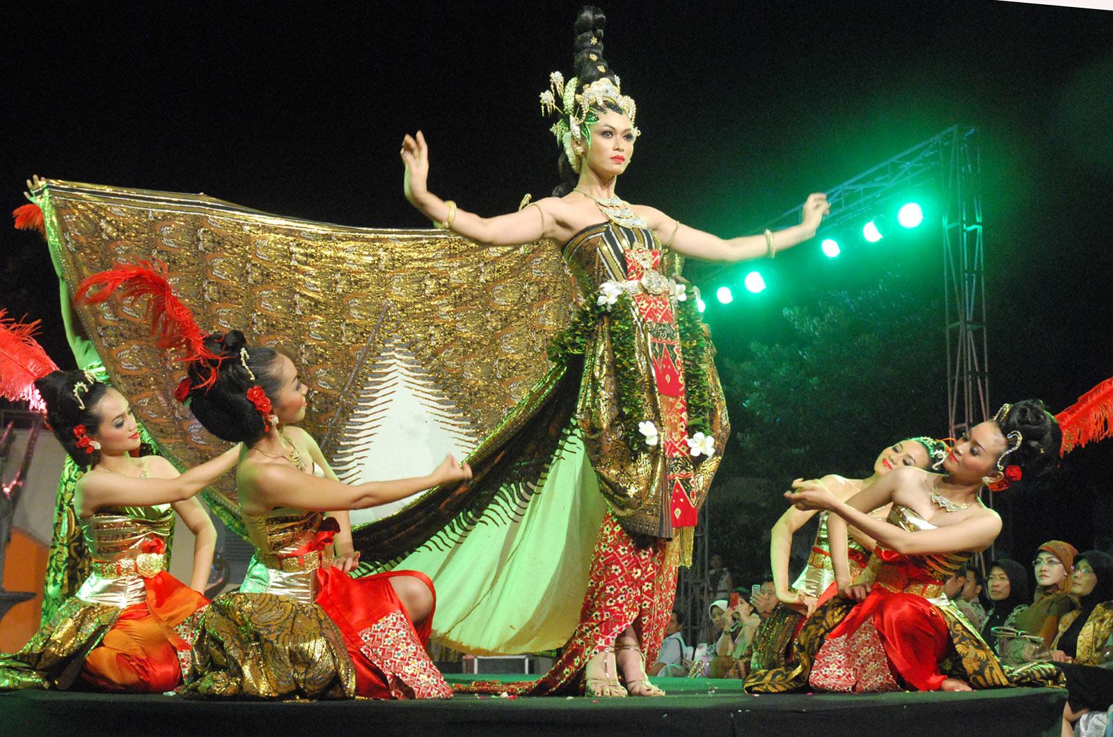 http://1.bp.blogspot.com/_DvLGDCnIwEY/TUv9JF5r8WI/AAAAAAAAAC0/jQhmiDF6azg/s1600/Jogja-Dance.jpg