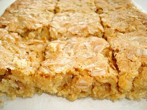 Paris Pastry: Chewy Oatmeal Blondies
