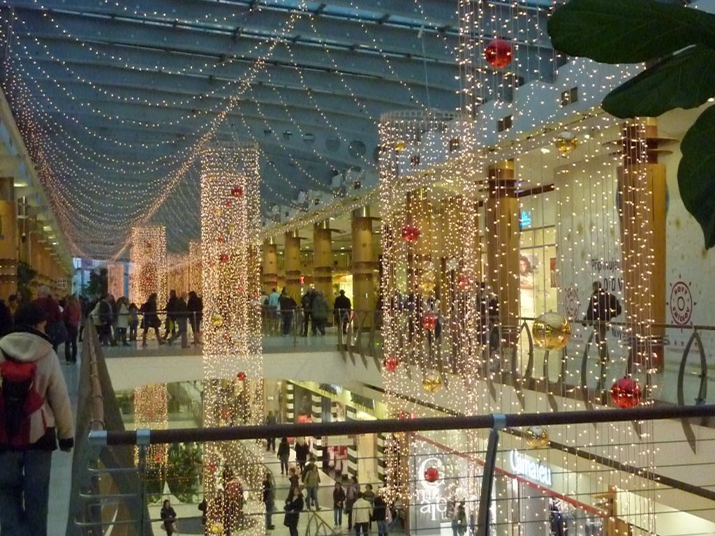 living in a capitalistic society america this time of year you are over inundated with christmas decorations and christmas music at the mall - Mall Of America Christmas Decorations