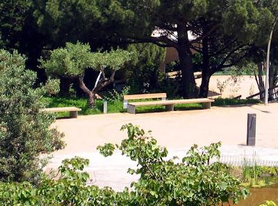 Barcelona travel guide barcelona jardins de joan brossa for Jardines de joan brossa