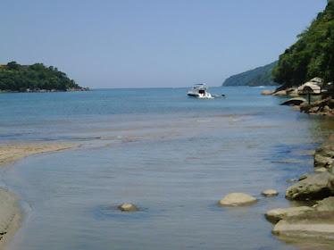 Vista do lado esquerdo da praia do Perequê Mirim