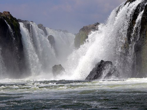 [hogenakkal_waterfalls]