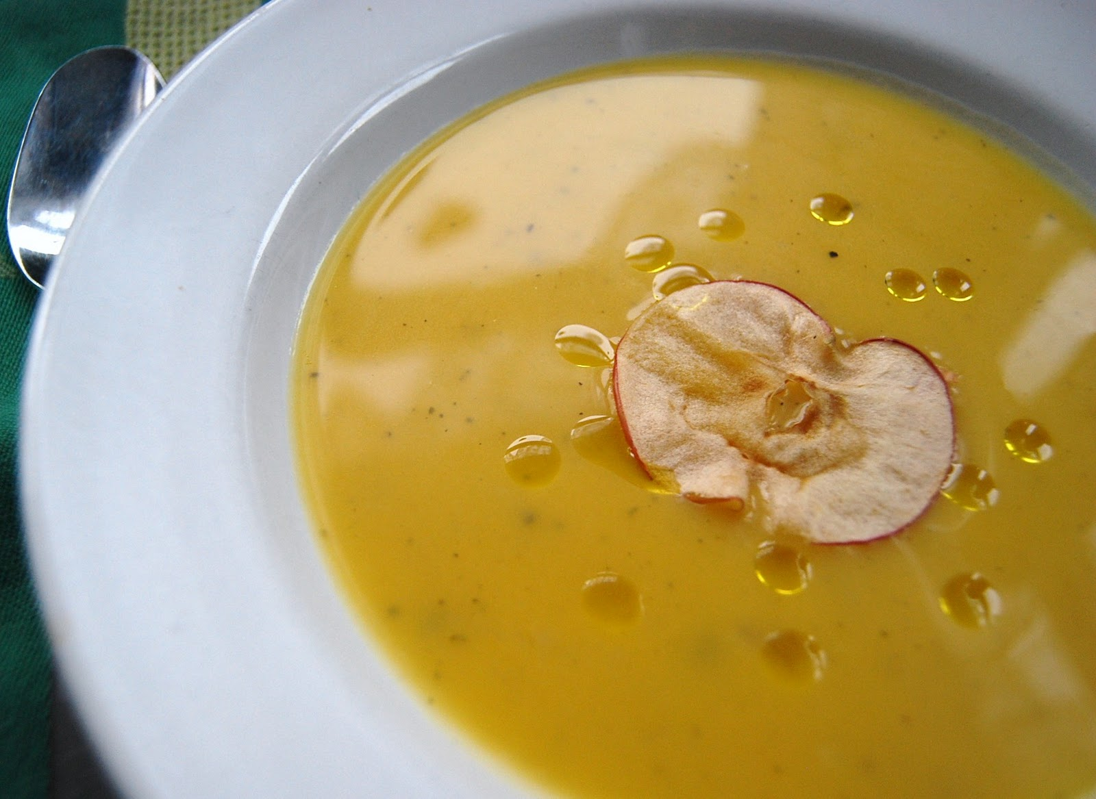 Home Fashionably: Roasted butternut squash and apple soup