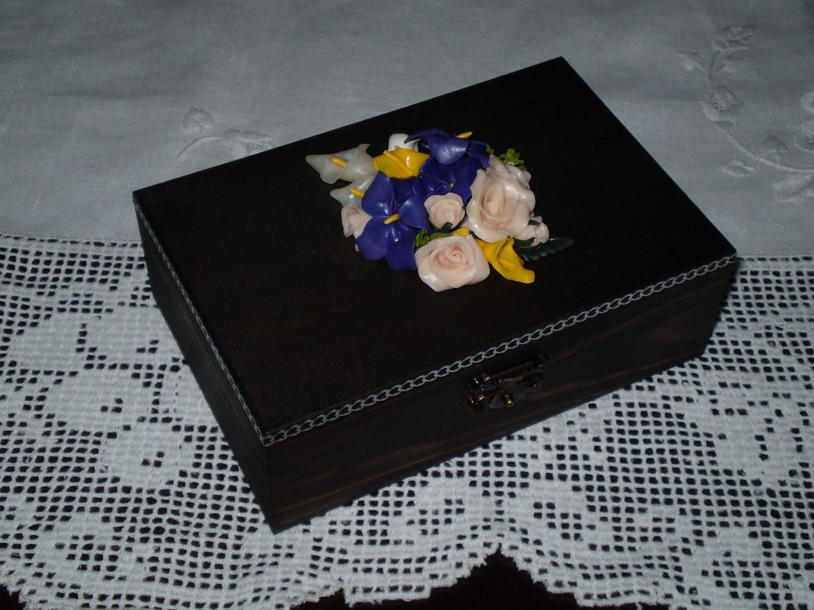 Bricolages***: Caixa de madeira com flores #B68B0B 1600x1200
