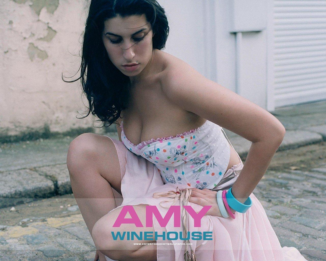 http://1.bp.blogspot.com/_E26Ndy_oKVc/TSdWcY5qyTI/AAAAAAAAA64/5an0puSHi1Y/s1600/amy_winehouse05.jpg