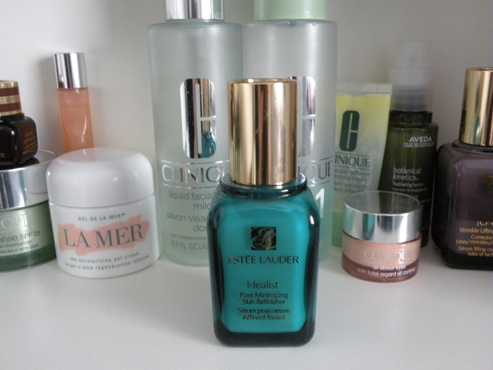 Shark Attack 2 Este Lauder Idealist Skin Refinisher And It Leaves My Very Smooth Which I Love So Im Thinking Going To Get A New Pore Minimizer But Will Keep Using Faithfully Every