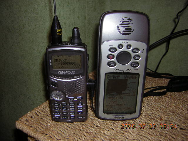 Od lewej Kenwood TH-D7 i GARMIN gpsMAP 76S