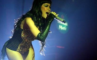 http://1.bp.blogspot.com/_E3uQTnO4Cm4/TT922U9yuVI/AAAAAAAAAZs/nSx5M17TMoY/s1600/Foto+sexy+Julia+Perez.jpg