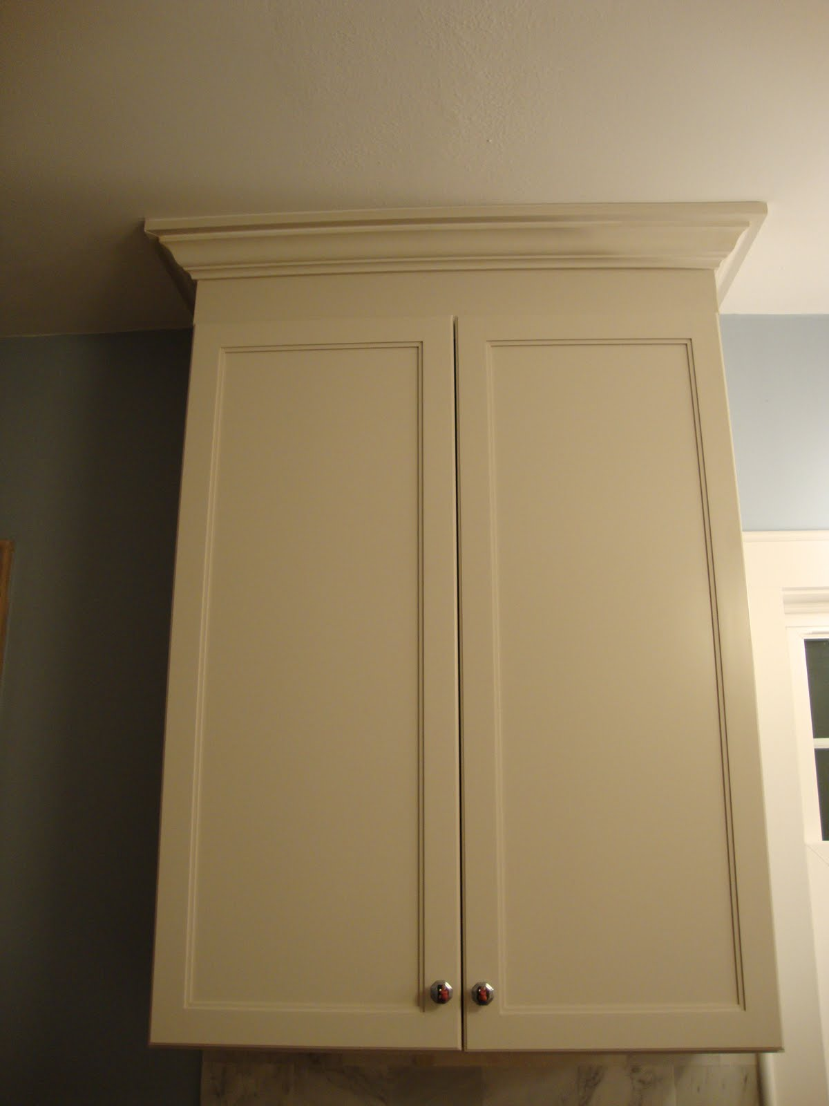 Kitchen CabiCrown Molding to Ceiling
