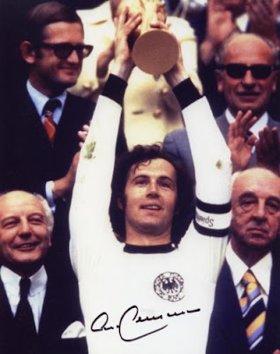 http://1.bp.blogspot.com/_E6MlA9tRmXo/S4ajNwvtPmI/AAAAAAAAABI/0re27bA-OEA/s320/franz-beckenbauer-signed-memorabilia-germany-world-cup-1970.JPG