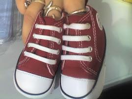 sus primeros zapatos