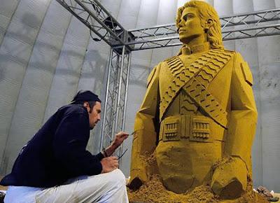 Patung Michael Jackson dari Pasir