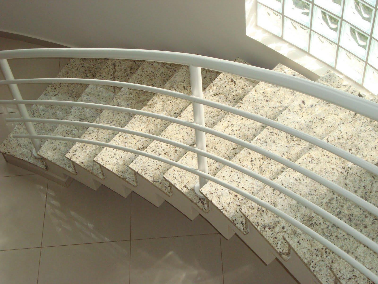 Marmoraria Granart: Escada em Granito Amarelo Ornamental #827A49 1600x1200 Banheiro Com Granito Ornamental