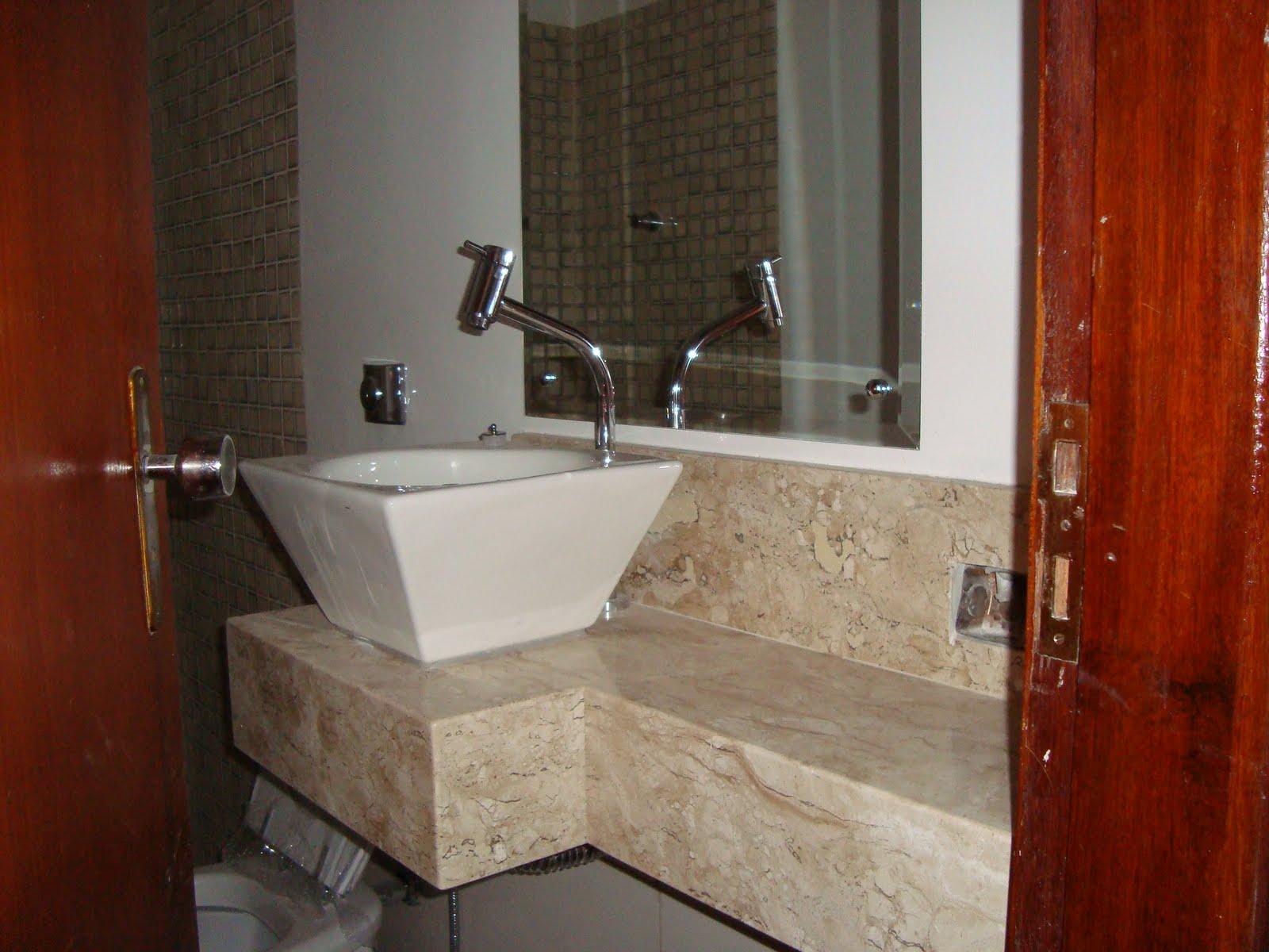 Bancada em mármore travertino acabamento de saia 45° de 0 20cm #70240E 1600x1200 Banheiro Com Bancada De Marmore Travertino