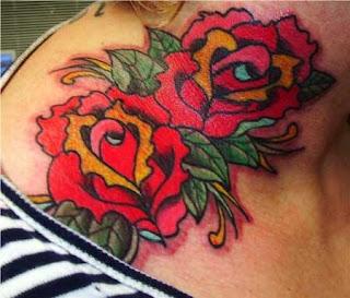 Tatuagens de rosas no pescoço