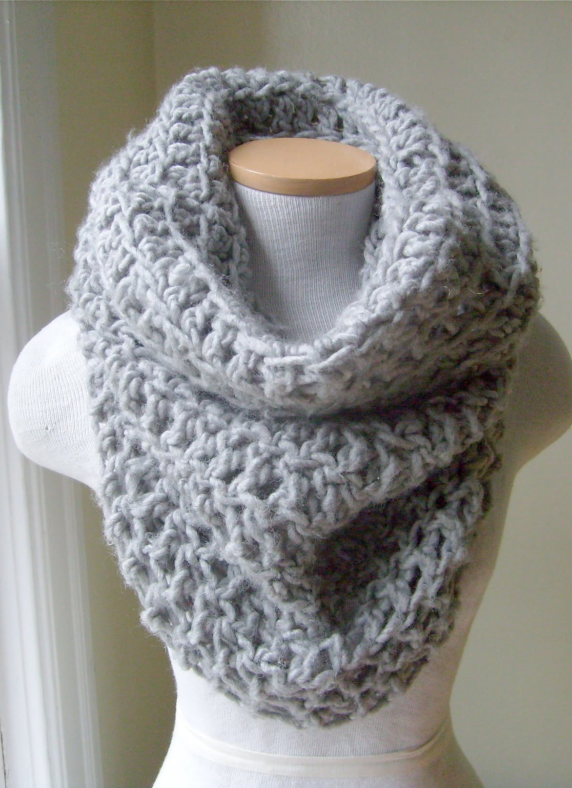 Free Cowl Pattern To Crochet : Queen Heron Creations: Crocheted Cowl Neckwarmers