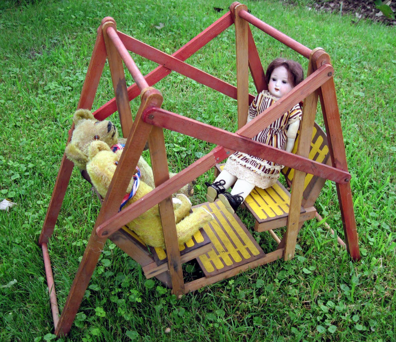 http://1.bp.blogspot.com/_ED0zYuiiwBg/TERBuHb6EhI/AAAAAAAACUE/TrQQA4NWJR0/s1600/doll+swing.jpg