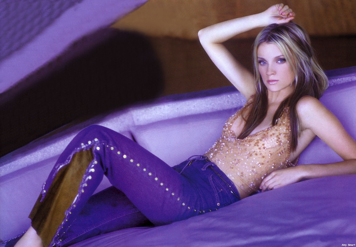 http://1.bp.blogspot.com/_EDFqmuHfAF0/TDK2m6UJptI/AAAAAAAAFFg/YWefo6_QAB0/s1600/Amy+Smart-205.jpg