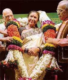 Indian Singer Asha Bhonsle turns in 76