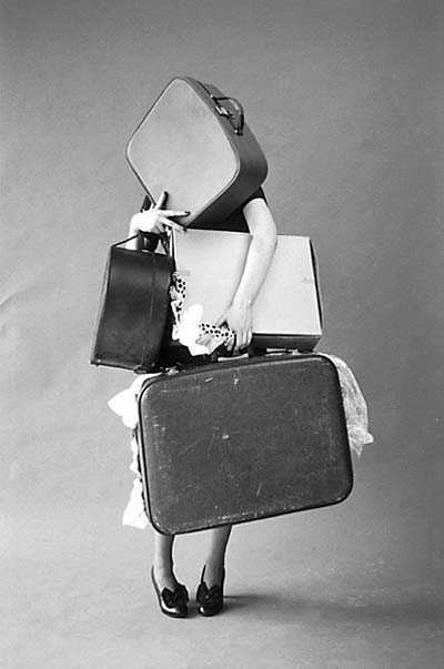 http://1.bp.blogspot.com/_EEJUJh7ll1Y/S_AxP-vPCXI/AAAAAAAABps/ND5qhP1V1l8/s1600/mood_tim-walker_iris-palmer-and-her-suitcases_italian-vogue.jpg