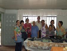instrutores:Anaide Flach, Ari Edmundo com alunos de corte de costura na Associação FN Santa Cândida